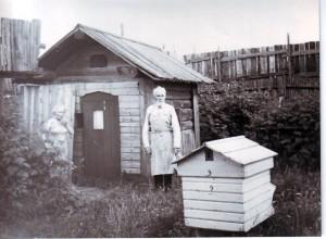 Карпов Иван Степанович вместе со своей старшей дочерью Галиной Ивановной Карповой. Точная дата снимка неизвестна, ~1970е годы.